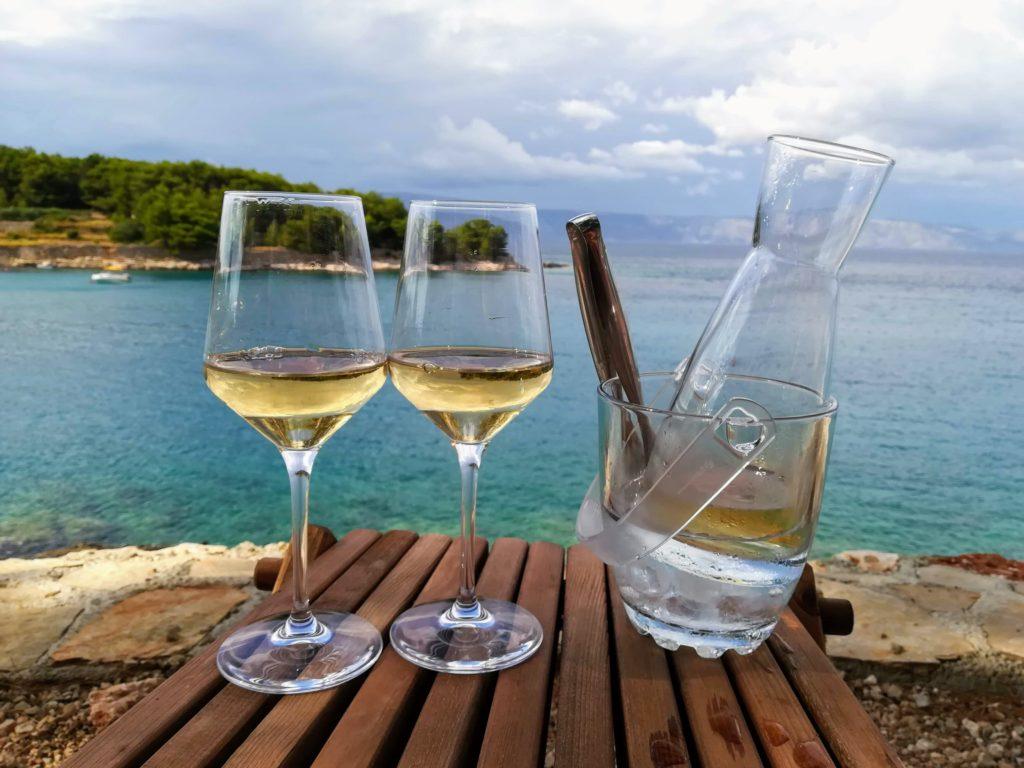 White wine, Sauvignon blanc, Saltwater, Naturo bar, Jelsa, bus-tripping, Croatia, Hvar, Bay, Swimming, wine drinking