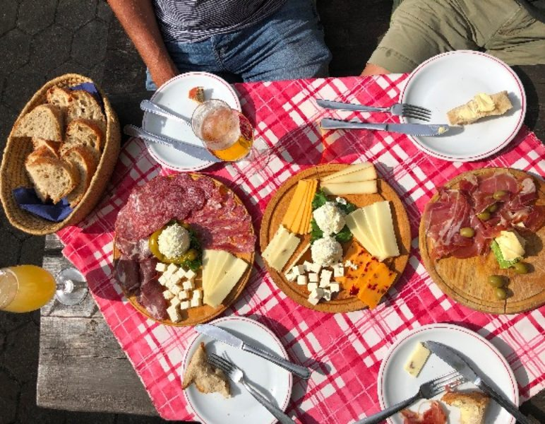 Slovenian meet plate